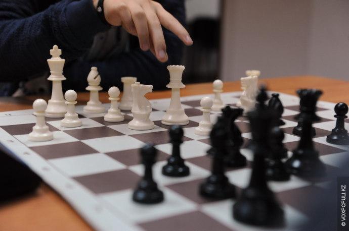 Обычно, в шахматах используется рейтинг FIDE, но также существуют и другие рейтинги.  Систему рейтингов Эло...