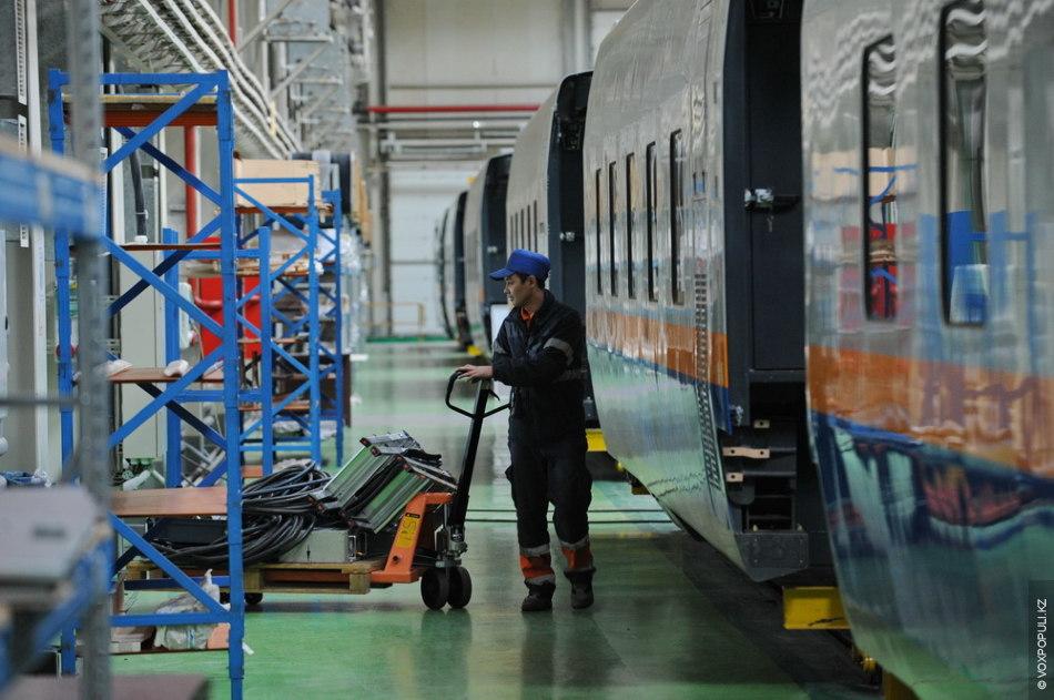 Еще две разновидности вагонов испанских поездов – это вагон-ресторан и вагон-кафетерий. Ресторан в поезде оборудован...