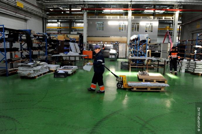 На всех заводах производство отечественного транспорта начинается примерно одинаково. Поначалу зарубежные партнеры поставляют крупные сборочные...