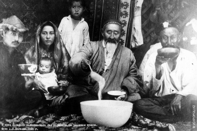 Уникальные фотографии быта казахов начала XX века сделаны и сохранены для истории этим уроженцем России....