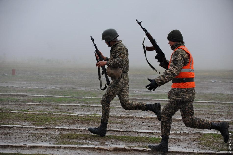 Воины преодолели военно-прикладную полосу АРД (атлетизм – решительность – дерзость), также им предстояло выполнить комплекс...