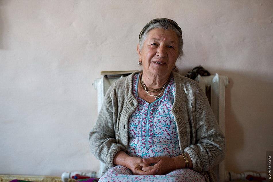 Никунджа Виласинидевидаси – мама Гопичандры, в миру Зинаида Георгиевна. На пенсии, бывший главный бухгалтер одного...