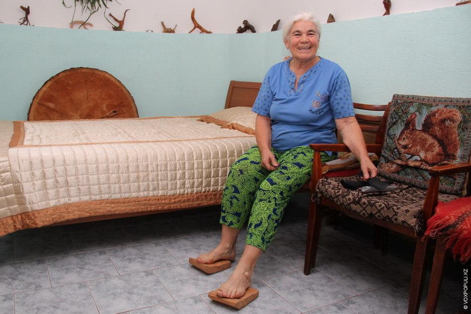 Рената Александровна не перестает рассказывать о прелестях нынешней жизни. Она говорит, что в их поместье...