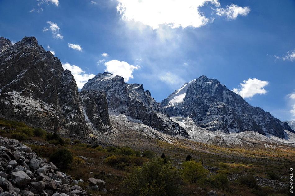 Остановились на обед у речки, перед поворотом к цирку ледника Южный Талгар