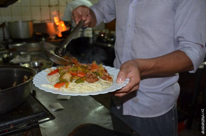 – Лагман – это интерпретированное китайское блюдо. Уйгуры и дунгане когда-то заимствовали его у наших...