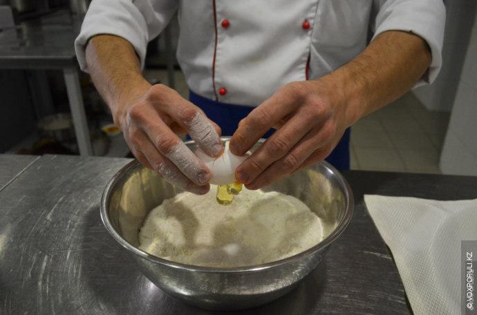 По ее словам, главное в лагмане – это лапша. Тесто замешивается из муки, соли и...