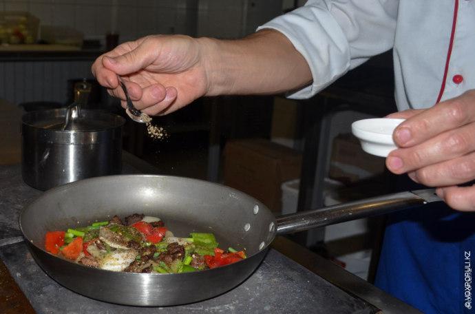 Вкус подлива зависит от прожарки. Правильная технология приготовления производится в таком порядке: вначале жарится...