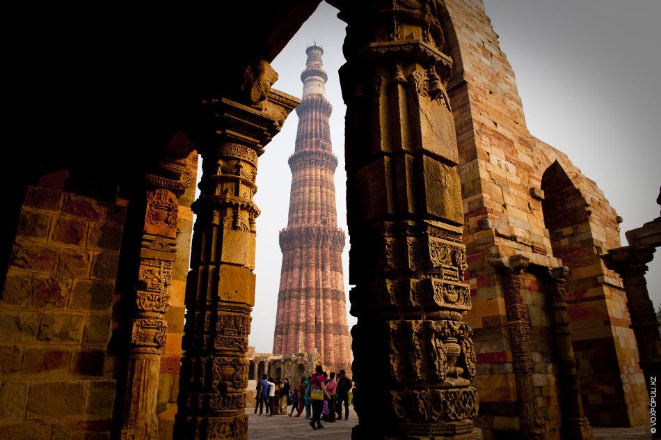 Кутаб-Минар – самый высокий в мире кирпичный минарет (72,6 м). Строить его начал первый индийский...