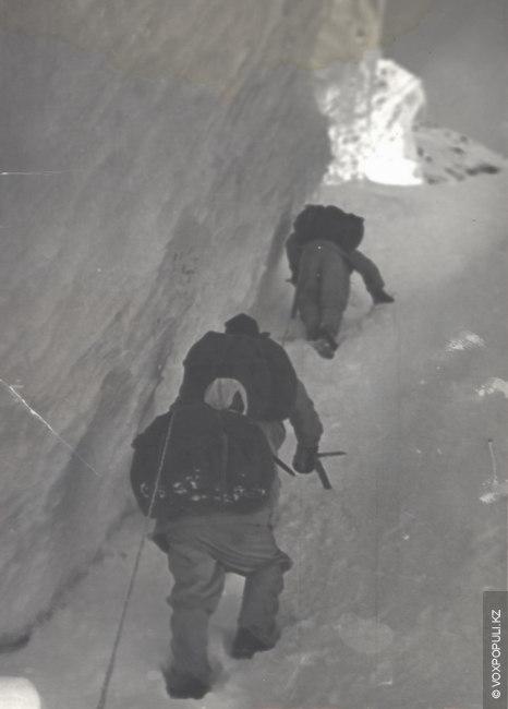 Заброска на пик Победы. 1956 год.  14 августа группа из 16 алмаатинцев начала восхождение, 15 августа...