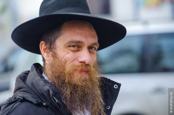 Vox Populi представляет один день из жизни Эльханана Когэна, раввина алматинской синагоги. К этому человеку...