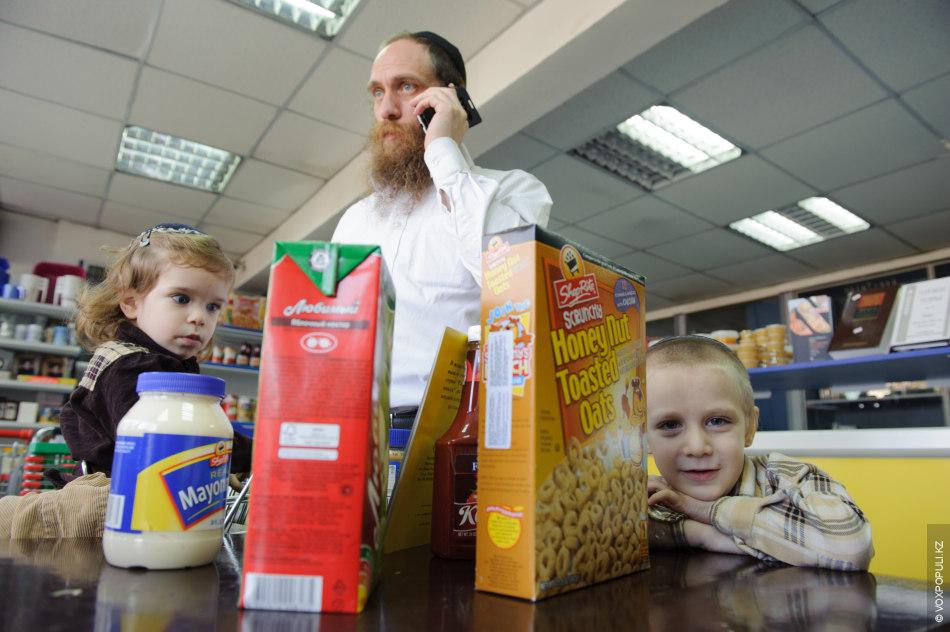 Проблема состоит со многими продуктами, но больше всего, по мнению Эльханана, общине не хватает молочных.  –...