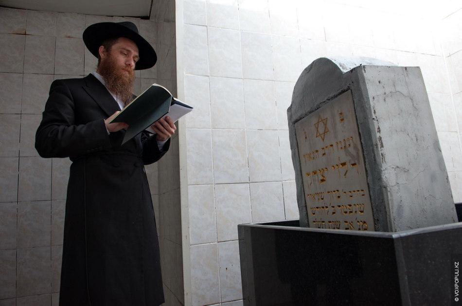 В том мире он является адвокатом молящегося. Молитвы, прочтенные раби Леви Ицхаку Шнеерсону, будут услышаны...