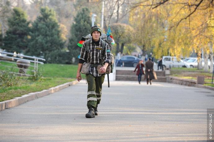 При первом нашем знакомстве Сергей выглядел уверенным в себе, готовым отправиться в путь в любую...