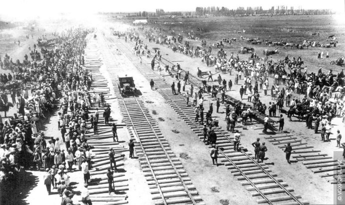 В любой крупной по площади стране процесс индустриализации был невозможен без строительства железнодорожных путей.  В...