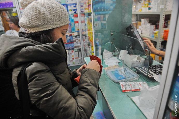Дина покупает пачку парацетамола за 15 тенге.