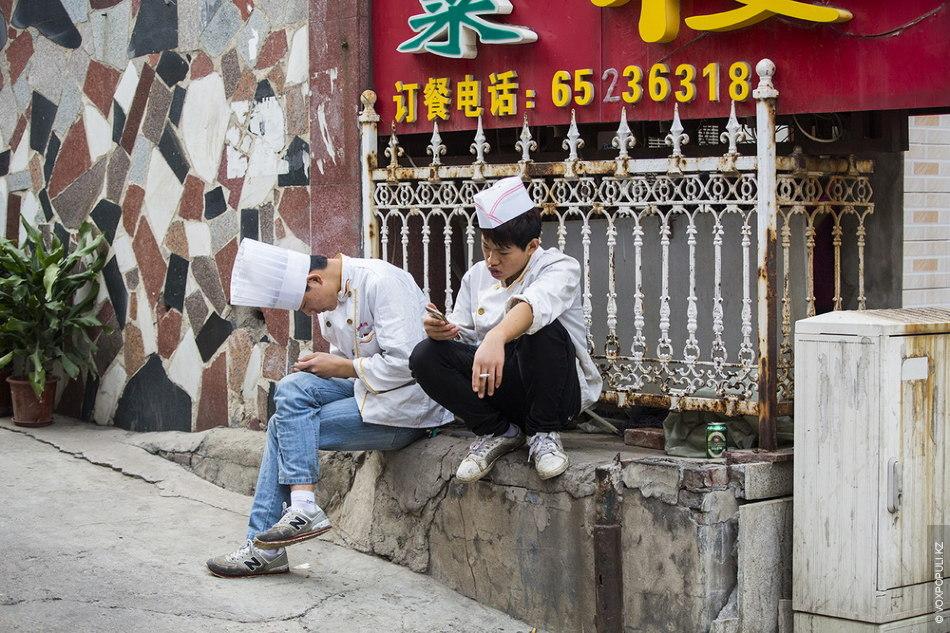 Пекинские повара во время краткого перерыва
