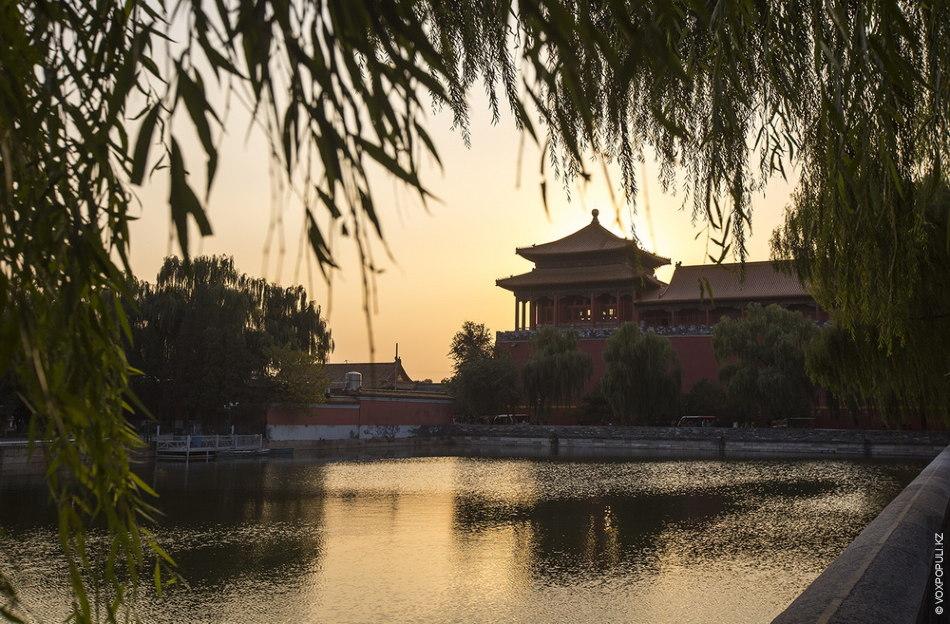 Парк Цзиншань. Это уникальный императорский сад, построенный при династиях Льо и Цзинь. Одно из наиболее...
