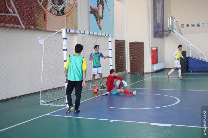 """Все игроки были разделены на шесть команд (по пять игроков на поле от каждой): """"ВКонтакте"""",..."""