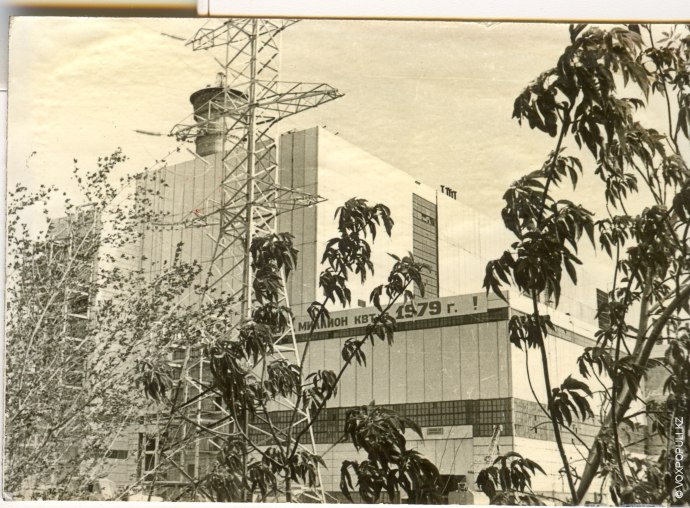 Строительство первых объектов Экибастузской ГРЭС-1 началось в 1974 году. На всесоюзную комсомольскую стройку приезжали молодые...