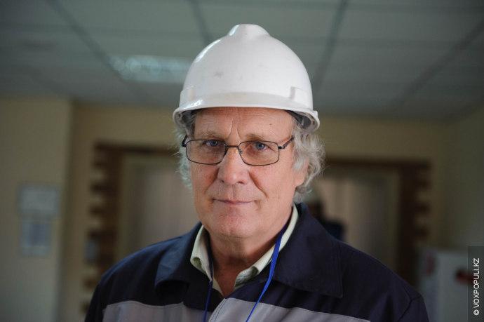 ЭГРЭС-1 нам показал старожил этого предприятия, заместитель главного инженера по электрической части Юрий Герульский. Его...