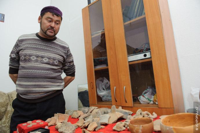 Еще одним важным открытием стало обнаружение большого количества осколков керамических изделий. По мнению ученых, это...