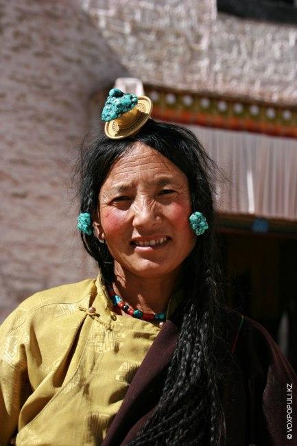 Тибетские женщины имеют уникальный характер. Они не боятся опасностей. В различных местах этой горной страны...