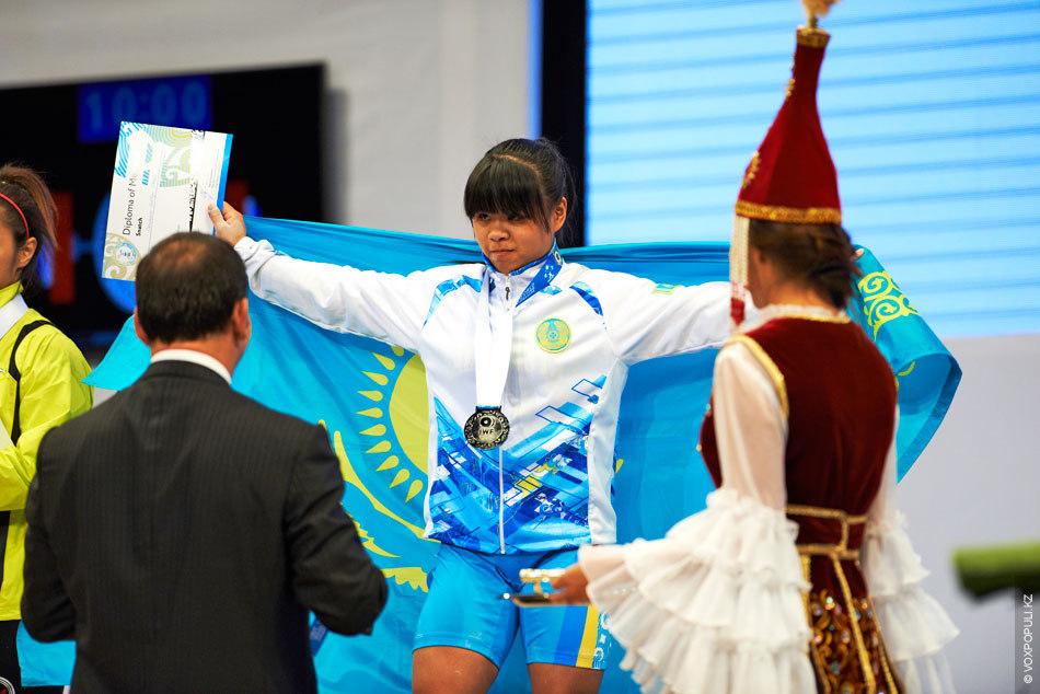 В Алматы Чиншанло установила пять рекордов – три личных и два мировых. Подняв огромные по...