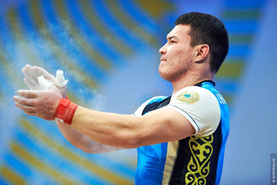 Но в заключительной попытке их лишил его товарищ по команде Кыдырбаев. 22-летний спортсмен поднял рекордные...