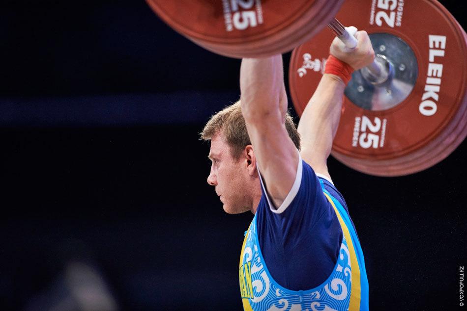 Подняв 157 кг в рывке и толкнув 195 кг, Павлов стал четвертым