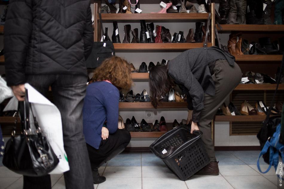 Айдана говорит, что найти хорошую обувь очень трудно. Для своих коллекций шить обувь самостоятельно –...