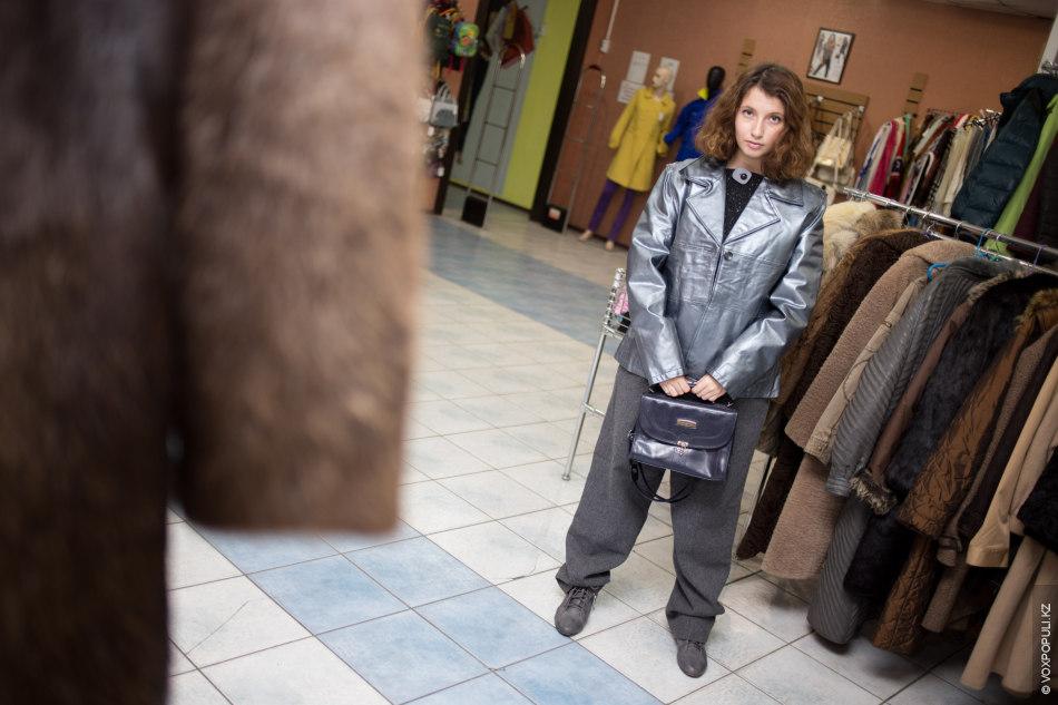 Образ №4.  – В этом образе крутой металлизированный жакет в стиле оверсайз. Матовый синий цвет сумки...