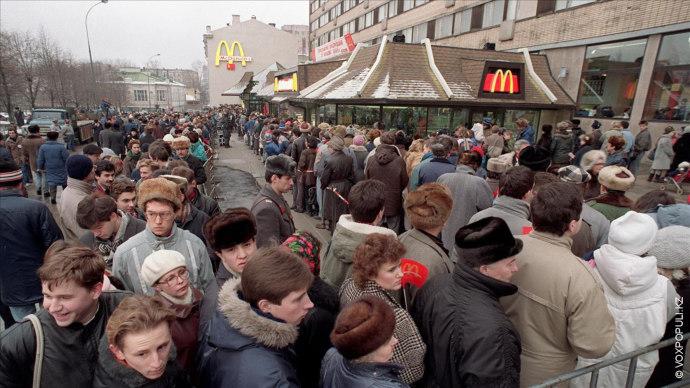 Фото Associated Press  Незадолго до этого в январе 1990 года огромный ажиотаж вызвало открытие первого McDonald's...