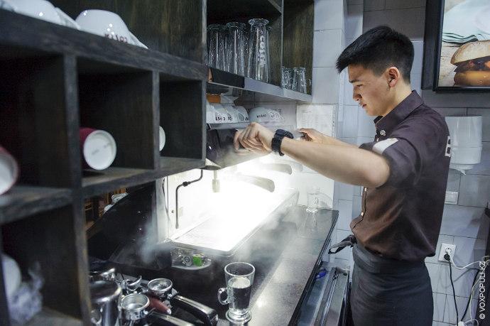 7.15. Кофе-машину перед приходом гостей обязательно необходимо еще раз прочистить и подготовить к варке. Это...