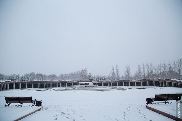 В такой день прогулка по заснеженному парку, вдыхая свежий морозный воздух, становится настоящим сказочным приключением.