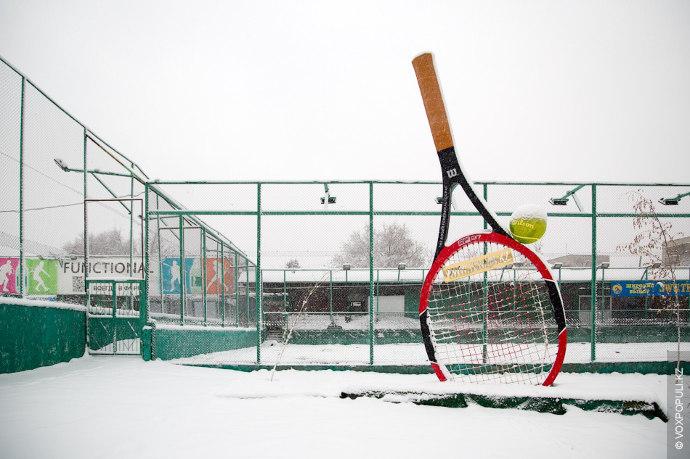 Густой слой пушистого снега отпустил на отдых летние виды спорта. Пора перебираться в крытые залы...