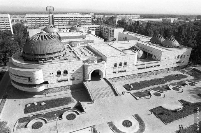 В начале 80-х годов в Алматы был сооружен один из самых крупных лечебно-оздоровительных банных комплексов...