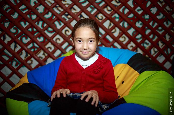 Айғаным Тышқанбаева, 8 лет  Занимается вокалом. На Новый год мечтает получить домик для Барби.