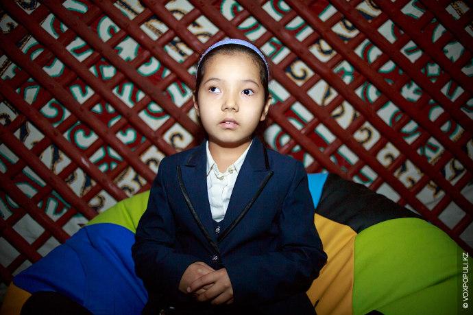 Дина Айтжан, 8 лет  Попросила на Новый год красную зимнюю куртку (рост около 140 см).