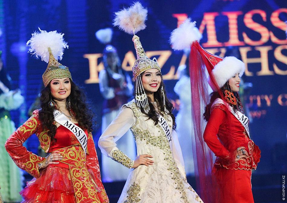 По итогам представления и дефиле в национальных костюмах было отобрано 20 девушек. Во второй части...