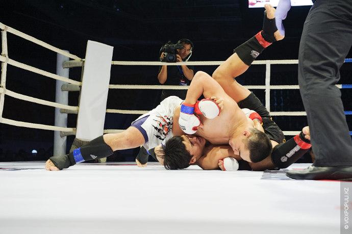 Поединок 23-летнего Жасулана Хасимова и 20-летнего Еркенбека Инжела в весовой категории 84 кг.