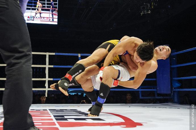 Использовав болевой прием, Еркенбек отправил своего соперника в нокаут уже в первом раунде.