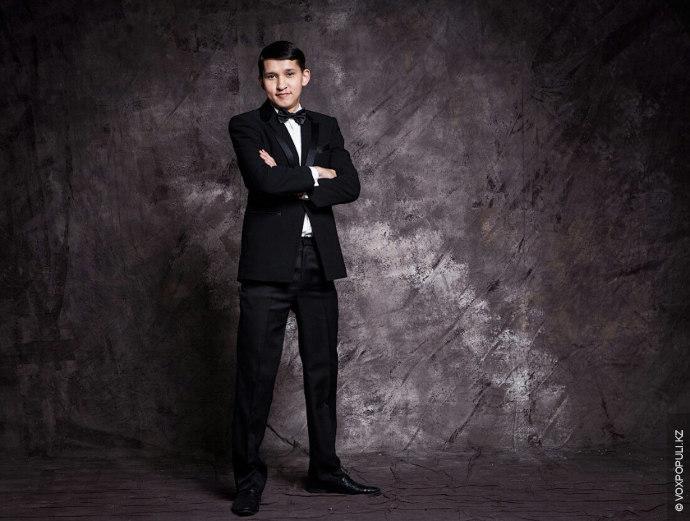 Тилектес Адамбеков:  Родом я из Караганды, мне 25 лет. Сейчас живу в Шанхае, где учусь...