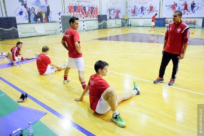 – Наши ребята играя в одной команде с виртуозами мини-футбола повышают свой уровень. Возможно, со...