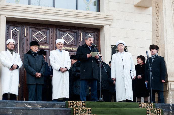 На торжественном открытии храма, который возвели на месте бывшего казино Zodiak, побывало множество почетных гостей....