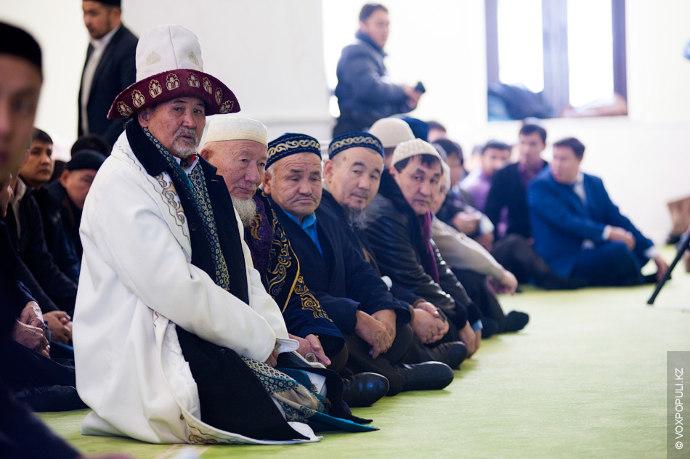 Также мероприятие посетили представители духовенства и жители Алматы.