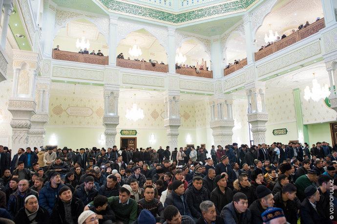 Площадь мечети, которая рассчитана на 3 тыс. человек, 6 тыс. квадратных метров.