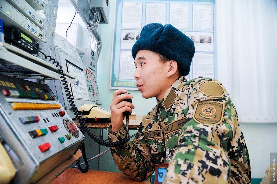 Жулдуз обязан поддерживать связь с командным пунктом и группами, выезжающими к границе, а также обеспечивать...