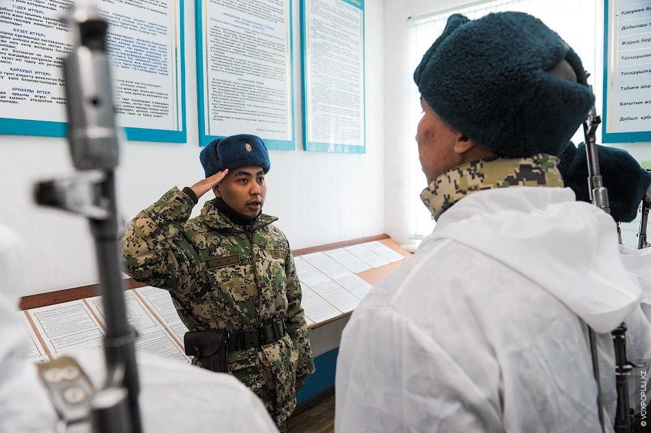 Перед выездом группе зачитывается приказ. Даются инструкции, назначается командир и сержант, ответственный за проведение операции