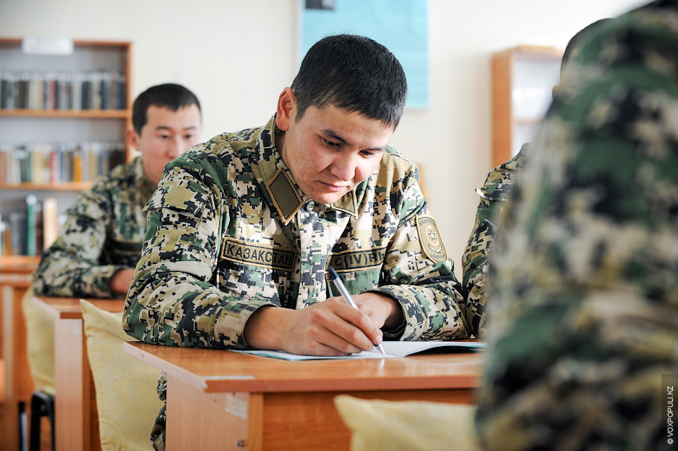 По понедельникам проводятся уроки изучения государственного языка