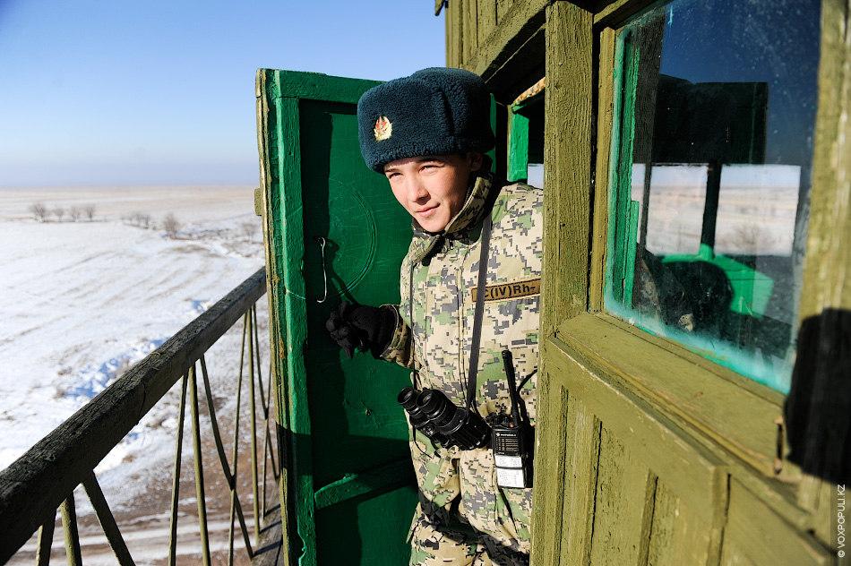 Рифхат Коктабаев несет наряд в качестве дежурного по заставе:  – На китайской стороне границы, помимо основных...